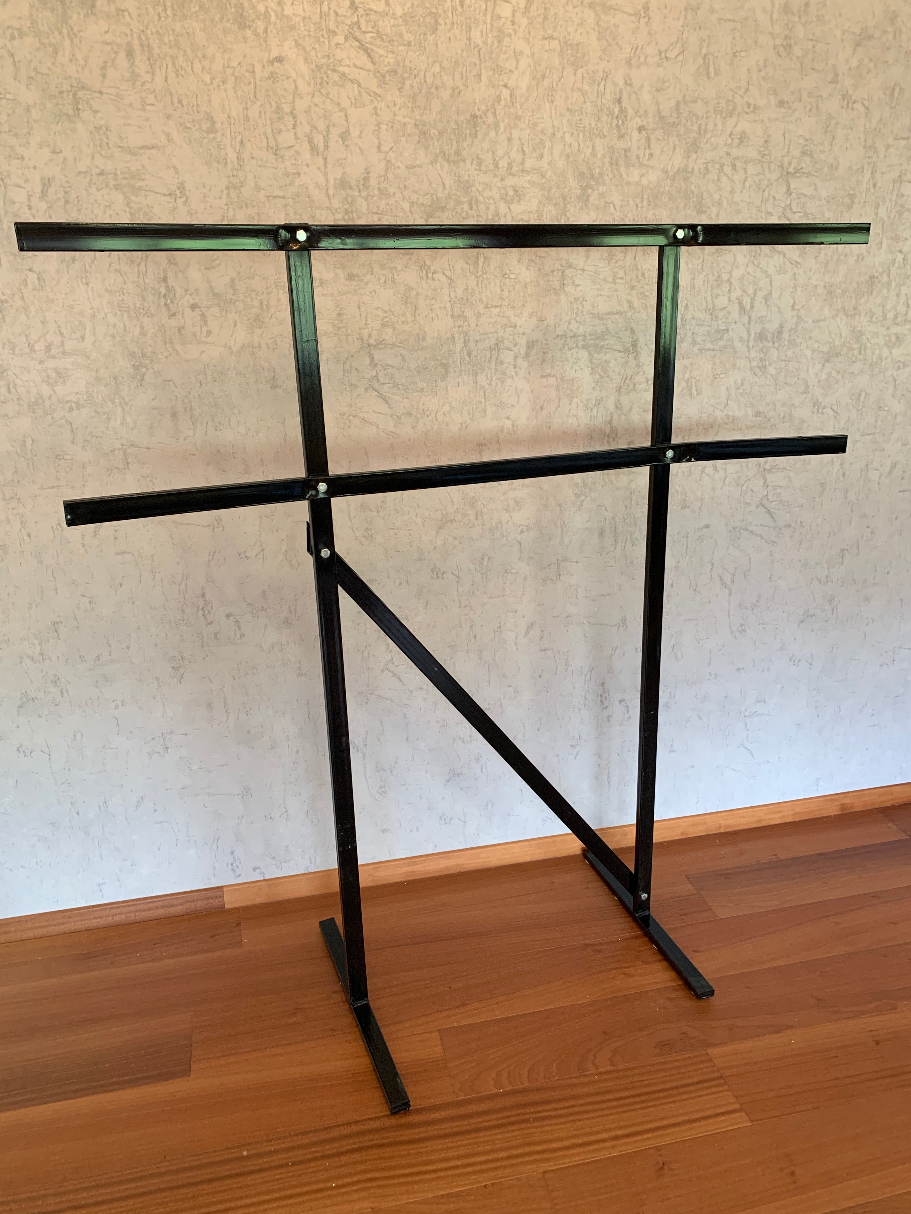 Rack for monitors for trading